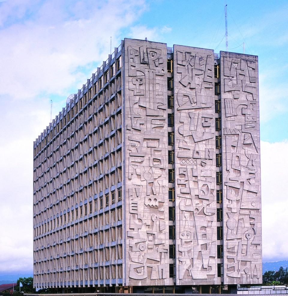 Banco de Guatemala, fachada poniente Concreto expuesto 40 x 21 m