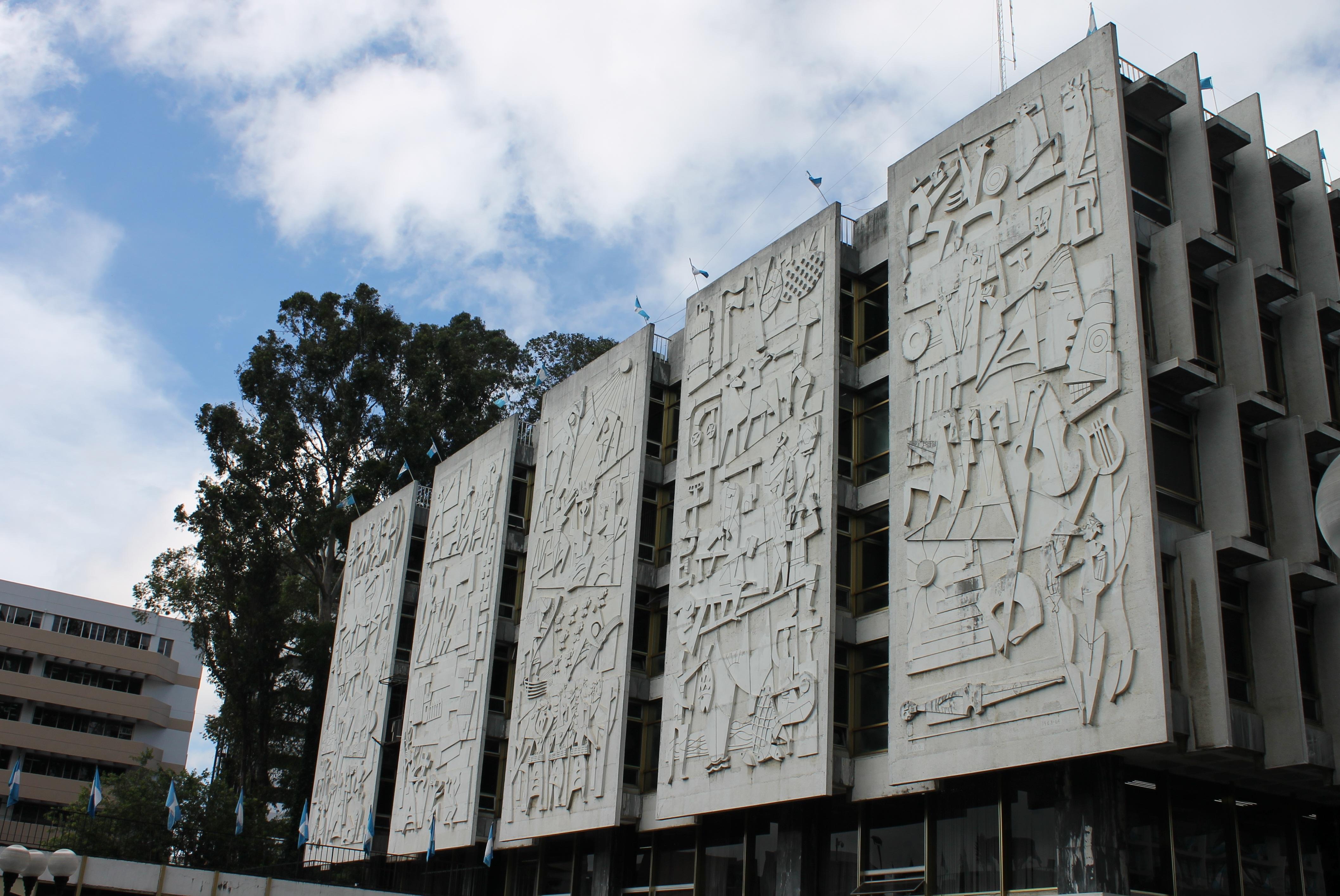 Mural fachada oriente del CHN